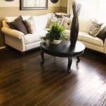 Hard wood flooring in living room area — Stock Photo