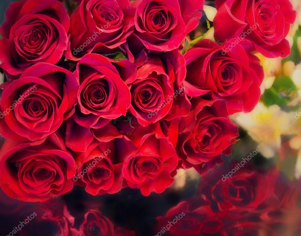bouquet de gros bouquet de roses rouges photographie paulmhill 18490547. Black Bedroom Furniture Sets. Home Design Ideas