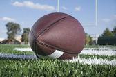 Campo di calcio america con palla — Foto Stock