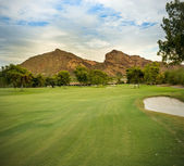 Golf course fairway with Camelback Mountain Arizona — Stock Photo