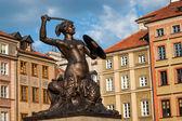 Statue of Siren on Warsaw market (city symbol) — Stock Photo