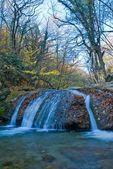 Wodospad w góra kanion — Zdjęcie stockowe
