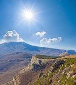Berg vid en solig dag — Stockfoto