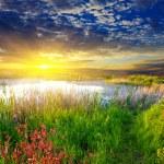 Dramatic sunset on a lake — Stock Photo #15682527