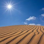 Sand dune under a sparkle sun — Stock Photo