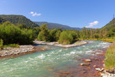 Emeraid mountain river — Foto Stock