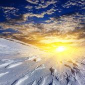 Pianura snowbound serale di un tramonto — Foto Stock