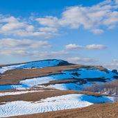 Tepelerde bir kar — Stok fotoğraf