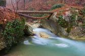 Smaragd bergfluss — Stockfoto