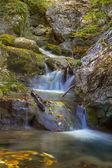 Closeup hermosas cascadas de agua — Foto de Stock