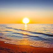 Cichym zachód słońca nad morzem — Zdjęcie stockowe