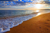 Sandy sea beach at the sunrise — Stock Photo