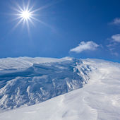 White winter mountain by a bright day — Stock Photo