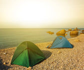 Touristic camp on a sea coast at the morning — Stock Photo