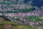 Small town in a mountain valley — Foto de Stock