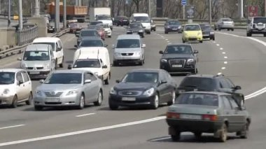Intensive traffic in Kyiv — Stock Video