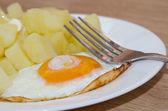 Potato with fried eggs — Stock Photo