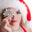 belle blonde santa avec flocon de neige — Photo