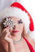 Bella bionda santa con fiocco di neve — Foto Stock