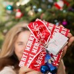 Woman holding Christmas Gift — Stock Photo