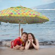 Funny Romantic Newlyweds in Hawaii — Stock Photo #17611881