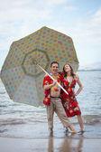 Funny Newlyweds in Hawaii — Stock Photo