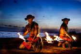 Two Hawaiian Men ready to Dance with Fire — Stock Photo
