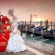 Beautiful costumed women in front of the Grand Canal Venice — Stock Photo