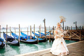 Beautiful costumed woman in Venice — Stock Photo
