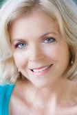 Mooie blonde midden leeftijd vrouw — Stockfoto