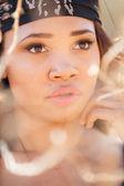 красивая молодая женщина за пределами — Стоковое фото