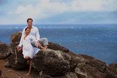 Verliefde paar in het paradijs — Stockfoto