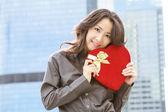 Japanse zakenvrouw met een hart — Stockfoto