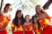 Polinezya hula kızları dostluk — Stok fotoğraf