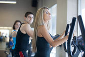 Friends exercising indoors at the gym — Stock Photo