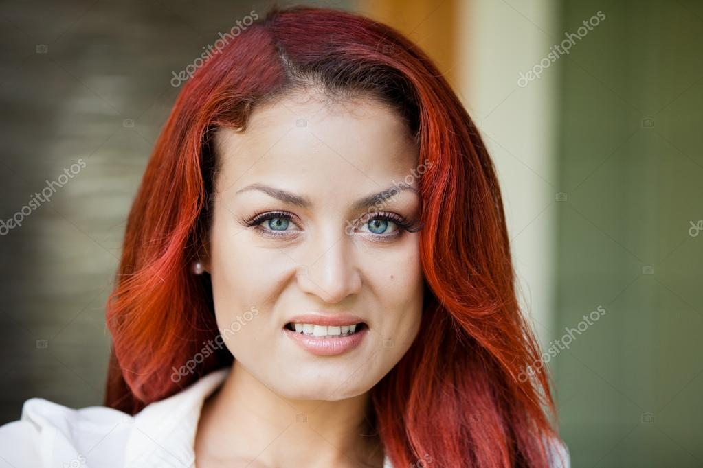 Portrait of a beautiful Latin woman smiling outdoors — Stock Photo #21196091