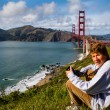 Cute Teenager in San Francisco with Golden Gate Bridge — Stock Photo