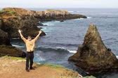 Man on Vacation along Mendocino coastline — Stock Photo