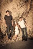 Family at the beach posing — Stock Photo