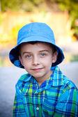 Kameraya bakarak çocuğun — Stok fotoğraf