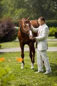 Hombre con caballo — Foto de Stock