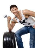 Ouvrier cale en caoutchouc-pneu — Photo