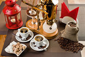 Cups with black coffee and geyser coffeepot — Stock Photo