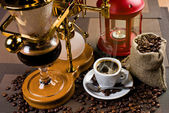 Hot black coffee and geyser coffeepot — Stock Photo