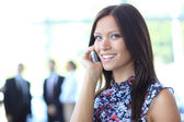 Donna bella business parla cellulare — Foto Stock