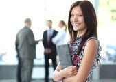 Krásná žena na pozadí podnikání — Stock fotografie