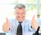 Confident mature businessman giving you thumbs up — Stock Photo