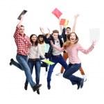 grupo de salto jovem feliz — Foto Stock