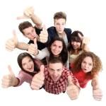 grupo de amigos de alegres felizes com as mãos até isolado no fundo branco — Foto Stock