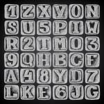 mano draw dibujo doodle alfabeto diseño sobre fondo negro — Vector de stock